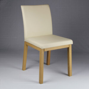 Sedia in legno rovere con imbottitura ecopelle bianco panna