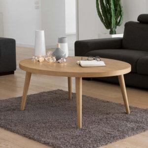 Tavolino ovale da salotto in legno massello rovere ambientato