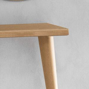 Consolle ingresso in legno massello con gambe a spillo particolare